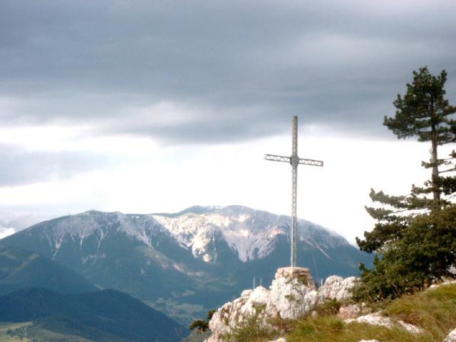 Große Kanzel mit Wildenauer-Gedenkkreuz
