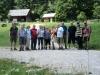 """Wandergruppe bei der Schutzhütte """"Zum guten Hirten"""""""